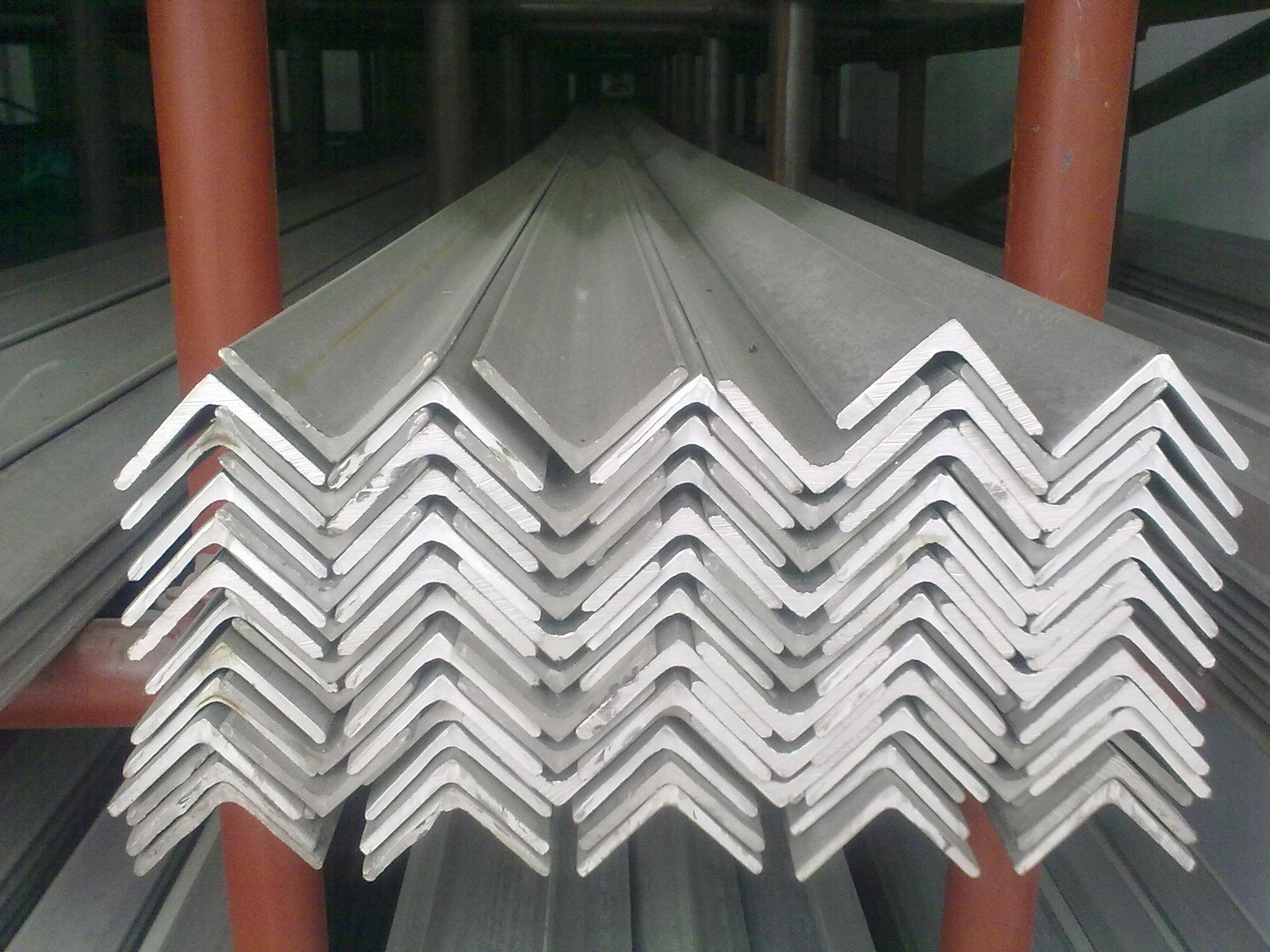 316不锈钢角钢企业推动转型升级