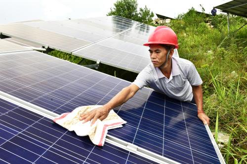 清洗厂房屋顶光伏板时的注意事项有哪些?