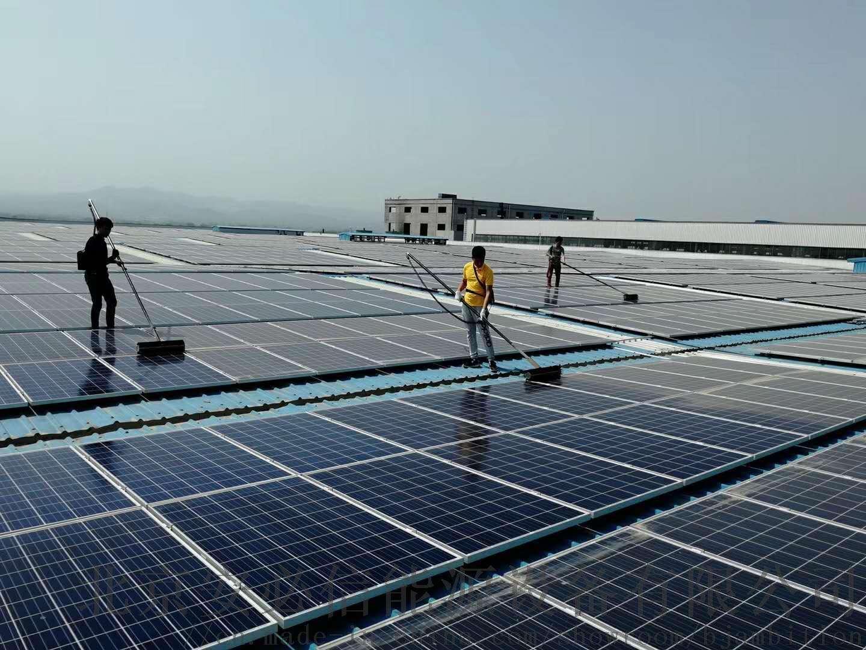 清洗太阳能光伏板的步骤是什么