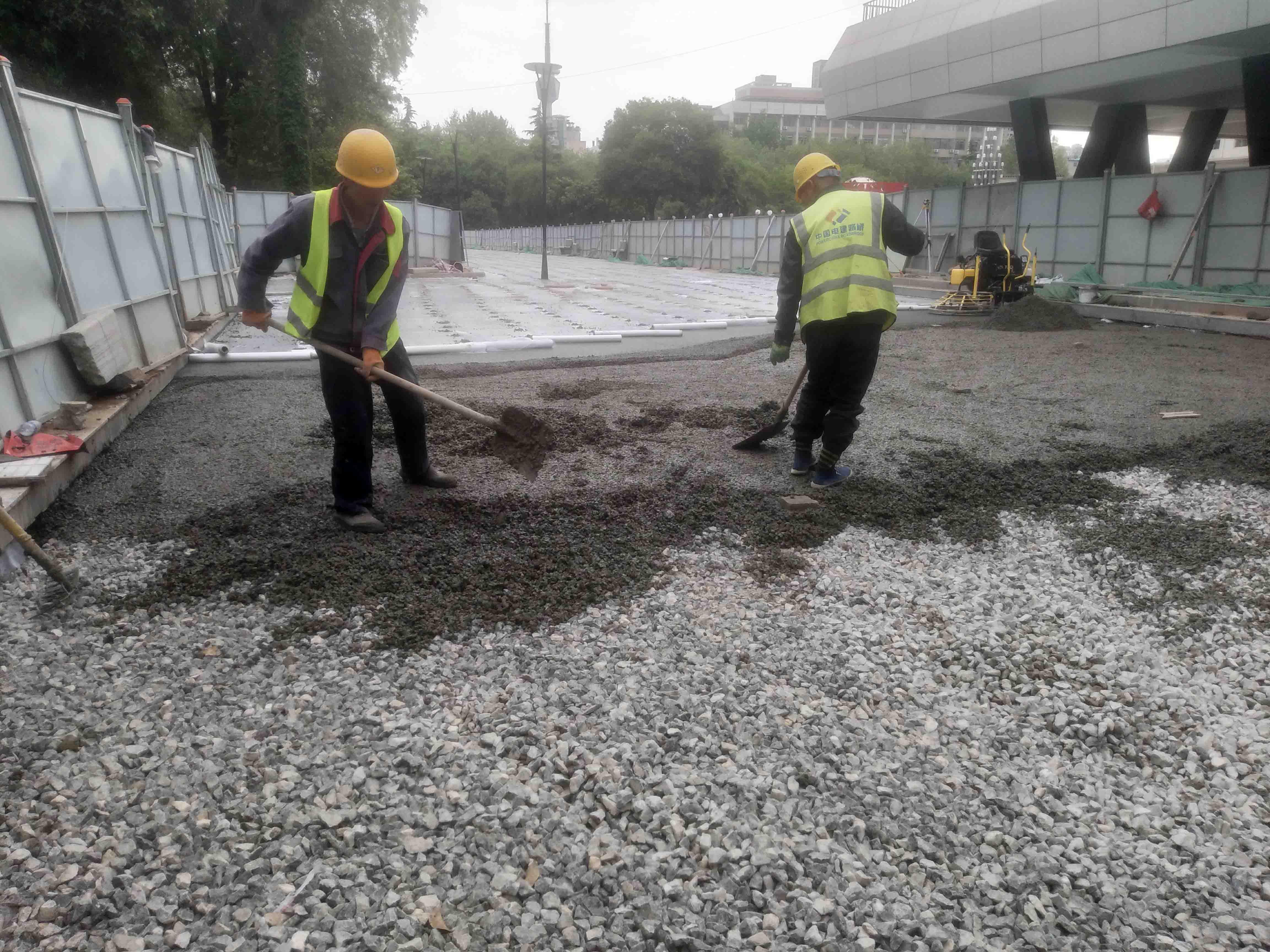透水地坪基层怎样使用混凝土浇筑