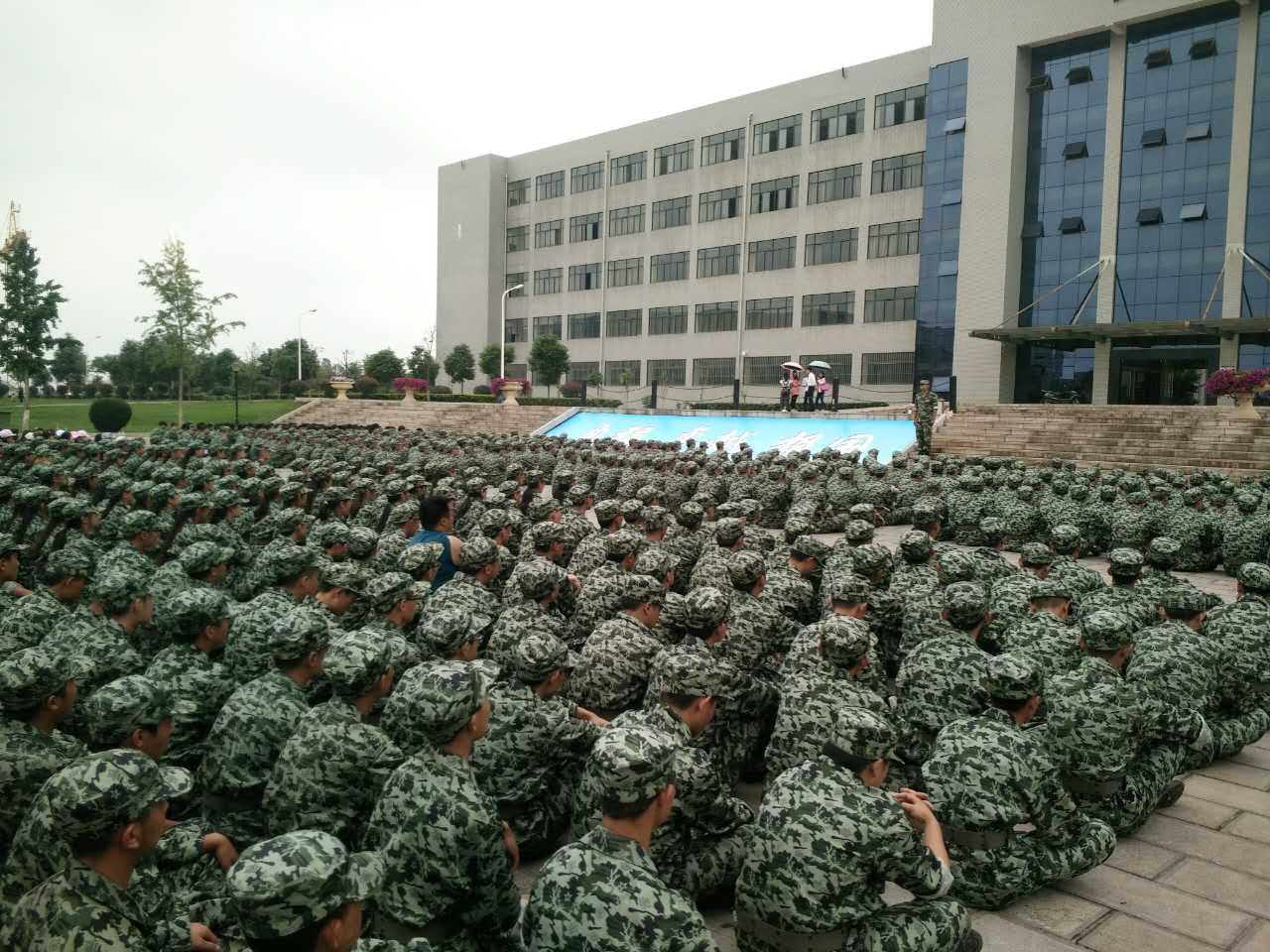 军训基地的军事化训练管理培养了学生的意志品质
