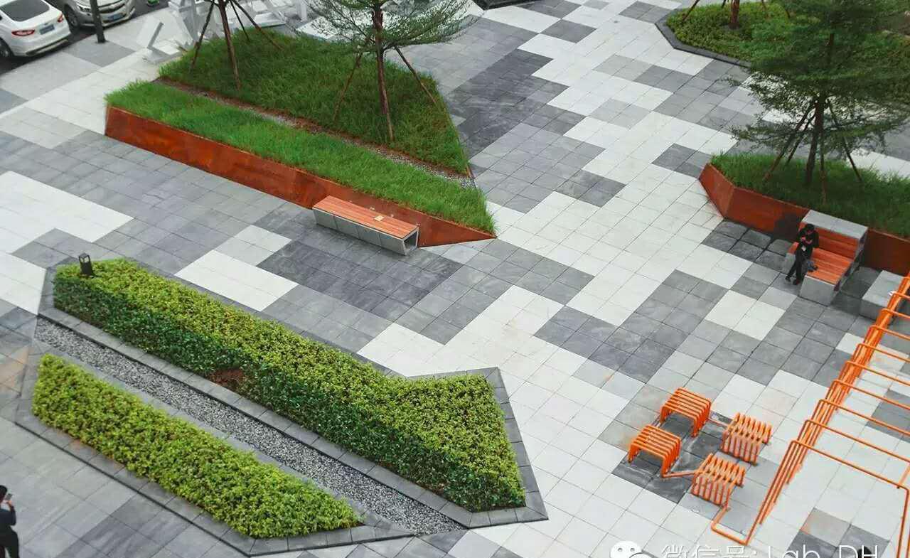 如何确保透水砖砖体可以灵巧通过小到中雨的降雨量