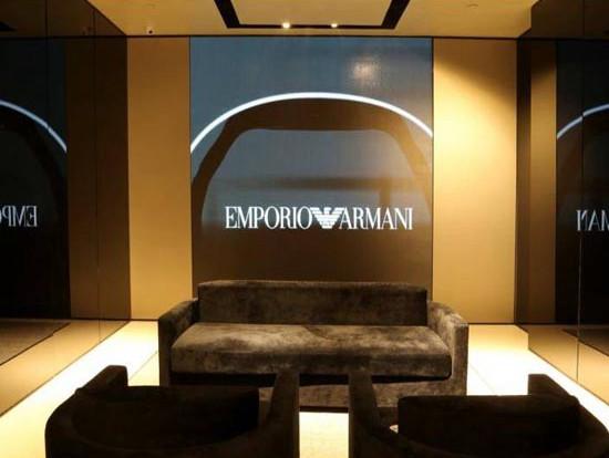 沈阳卓展购物中心阿玛尼室内小间距LED显示屏安装项目