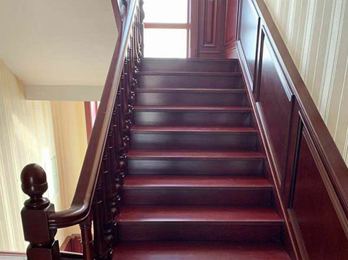 实木扶手楼梯