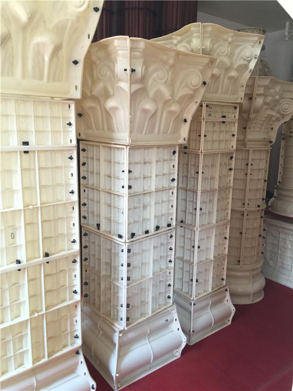 方形罗马柱模具上所开的沟槽在接近柱础、柱帽的部位一般是不贯通的。根据柱高的不同,罗马柱可以是整根石料加工而成的整体柱,也可以是几段柱体与柱础、柱帽拼接而成的圆柱,只要设备的加工精度能够满足要求,罗马柱部件之间的拼接缝和沟槽之间的吻合度是可以满足要求的。 鸿鑫中欧式模具厂凭借在欧装领域专业的水准和齐全的生产配套体系,以及快捷&完善的销售供应链,为数以万计的用户提供终端解决方案,一直屹立于行业的之中,傲视群雄唯我鸿鑫。