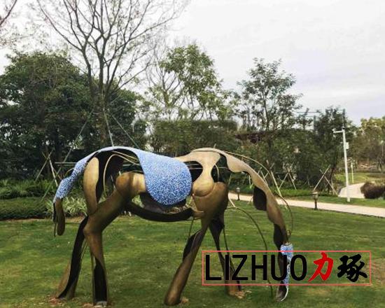 厦门校园动物雕塑