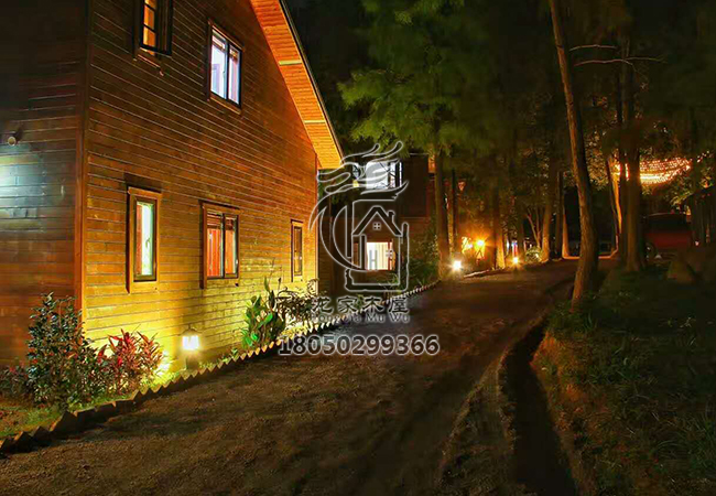旗山度假美式轻型木别墅夜景图