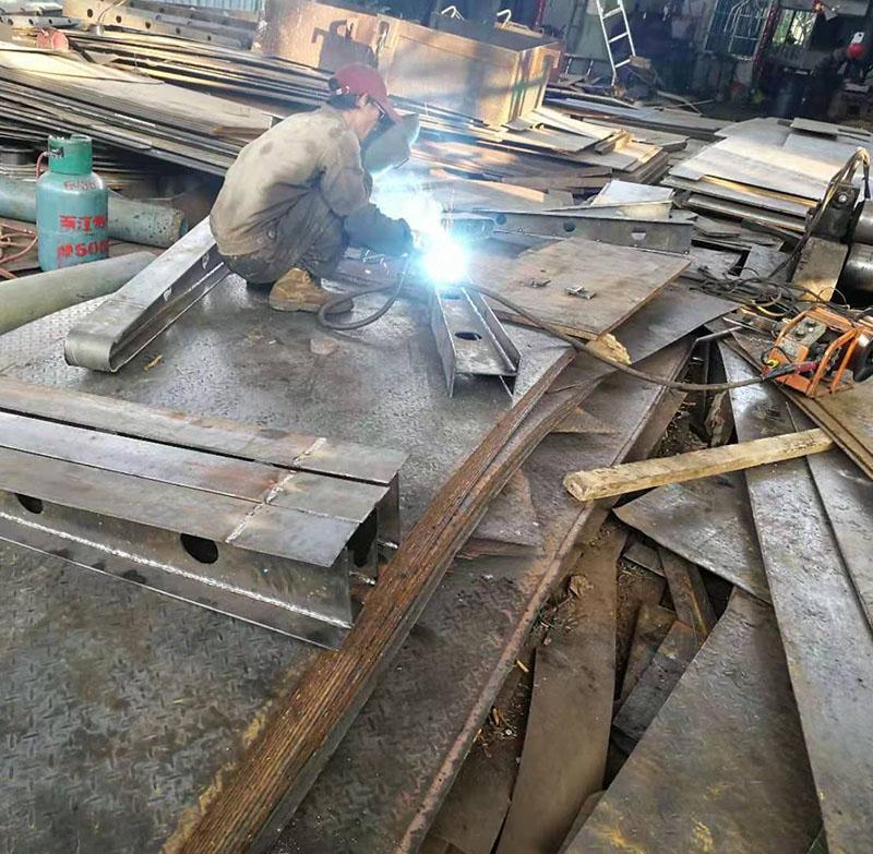 焊雨棚梁1