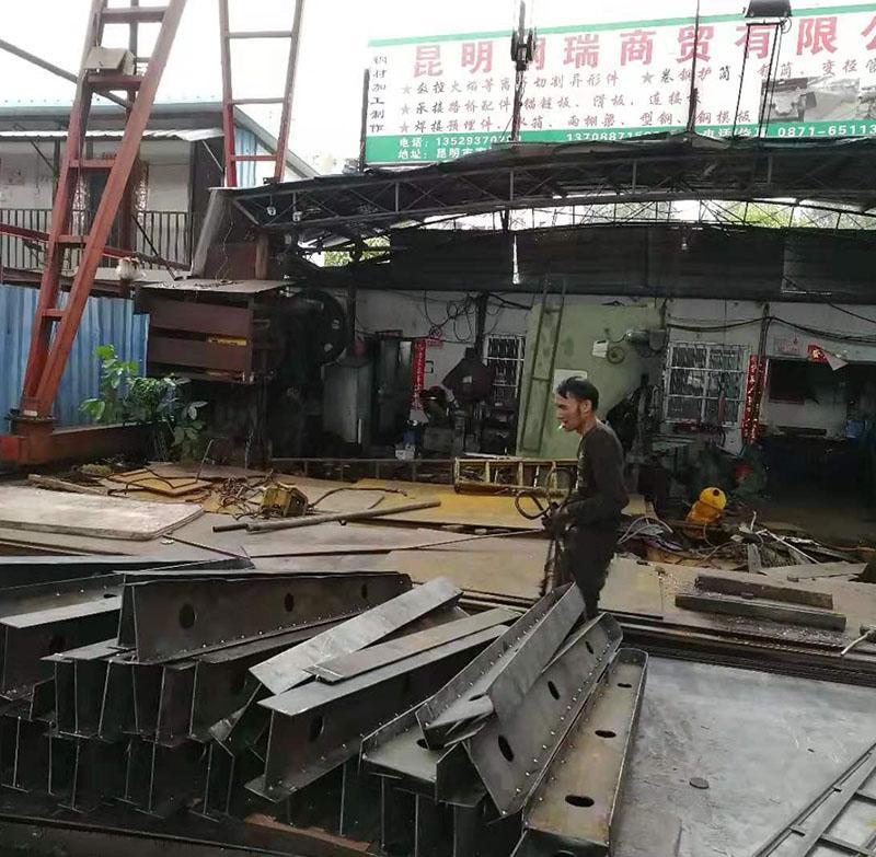 焊雨棚梁3