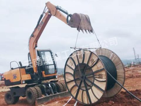 轮式小型挖掘机