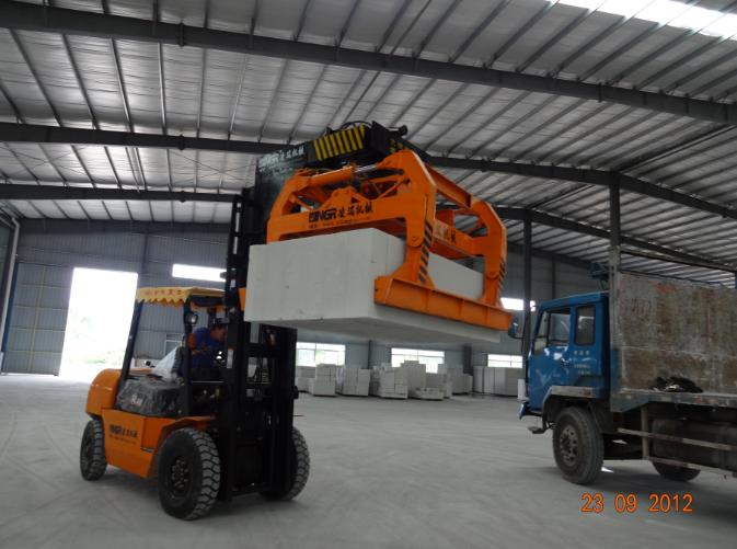 注意抱磚機使用細節確保安全生産