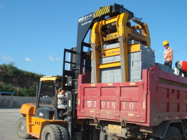 6吨叉车式蒸养砖抱砖车
