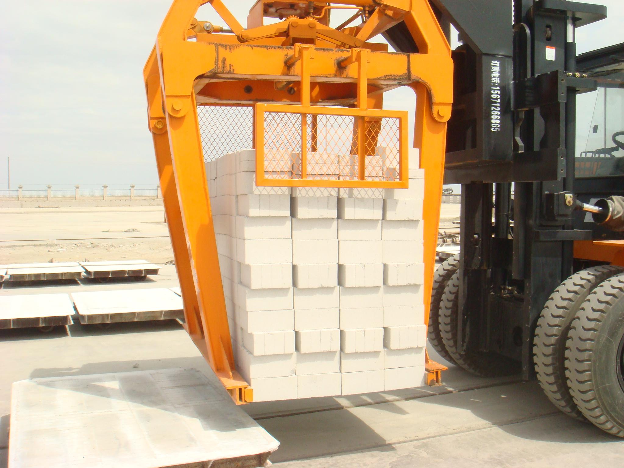 蒸養磚8噸抱磚車