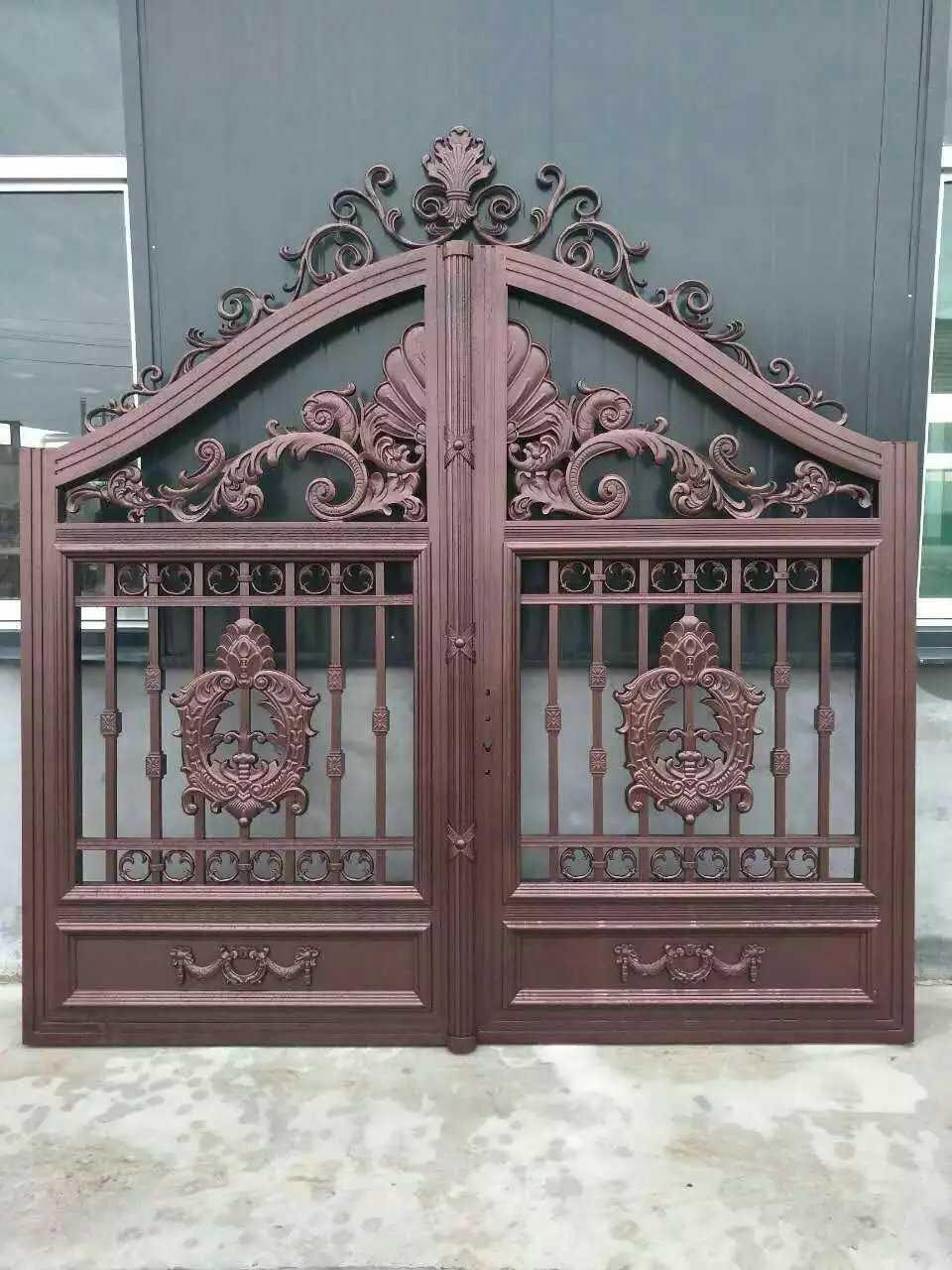 铁艺大门一般可以分为两个类型