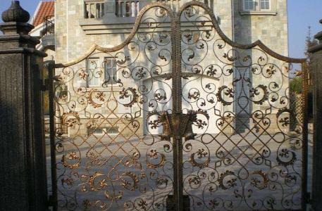 如何对欧式铁艺大门进行保养