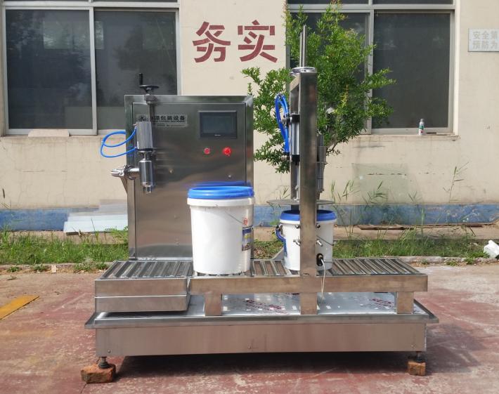 LYCY-1型中桶灌装压盖一体机