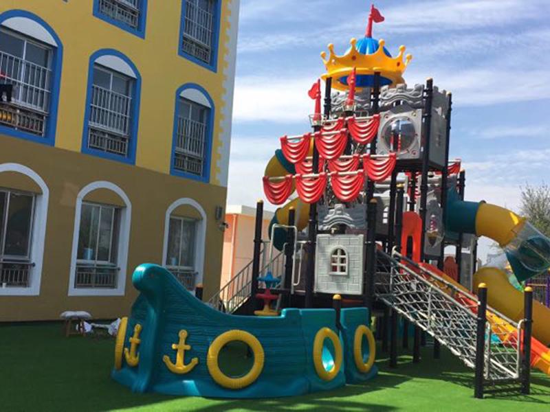 安装幼儿园滑梯