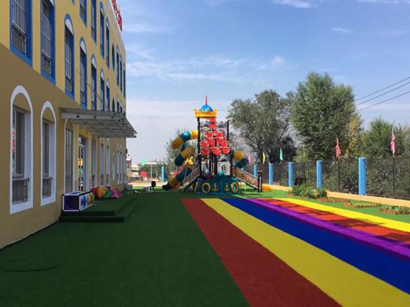 連塔中心幼兒園安裝戶外仿真草坪