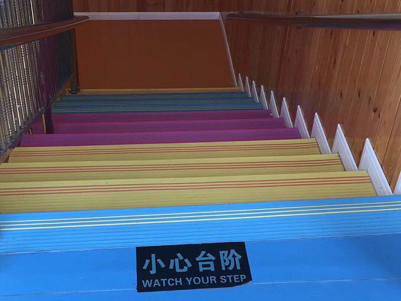 連塔中心幼兒園安裝塑膠地板