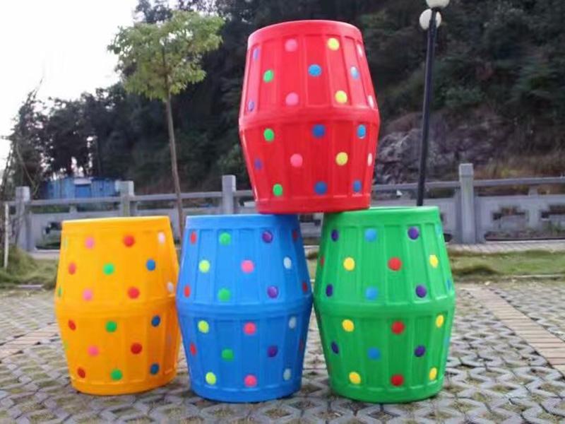 彩色钻洞大滚桶