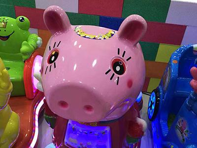 小猪摇摇车