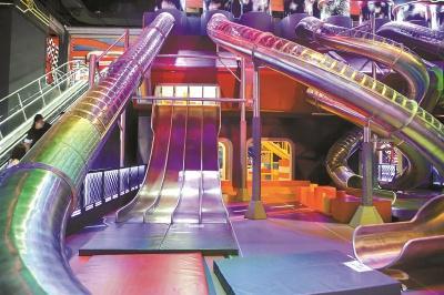 兰州奥体之星游乐设备带您了解4岁女孩在乐园玩滑梯后脚部骨折
