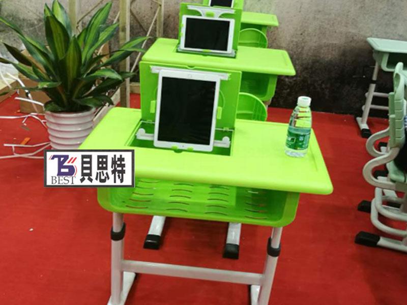 小学课桌椅