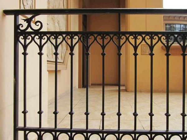 说一说组合式铁艺栏杆的制作步骤是什么?