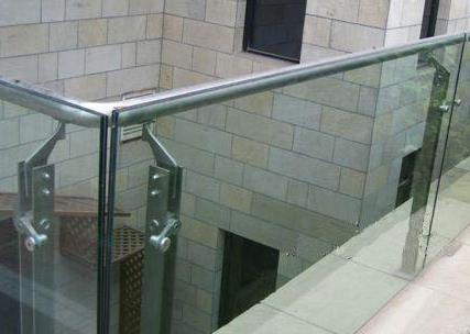 玻璃栏杆安装厂家浅谈玻璃栏杆安装的要点是什么?