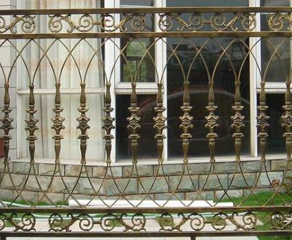 栏杆厂家浅析铁艺栏杆和铝艺栏杆的区别