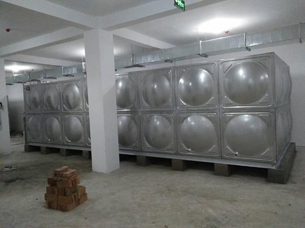 10吨保温水箱