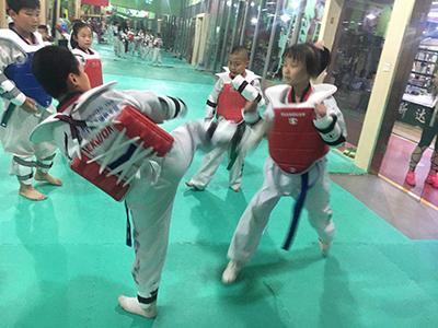 白银跆拳道特技表演