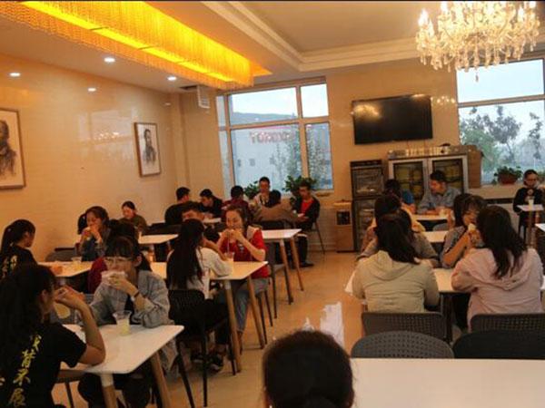 学生吃早餐