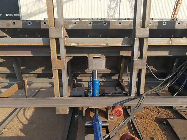 液压系统箱梁模板