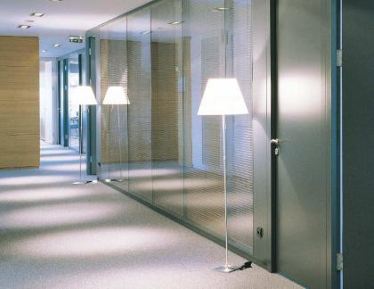 玻璃隔斷廠家簡述玻璃隔斷安裝的注意事項