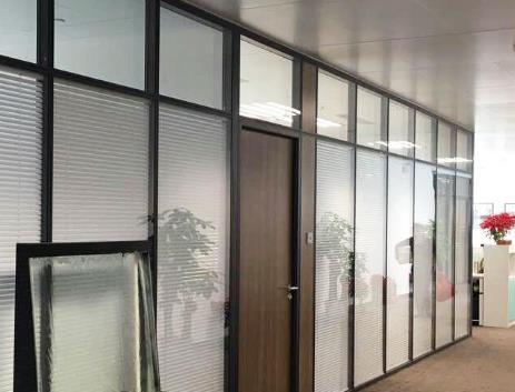玻璃隔断厂家为您分享磨砂玻璃隔断的具体做法