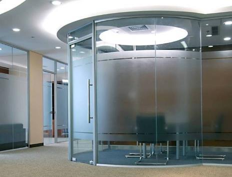 玻璃隔断厂家浅谈机房双层玻璃隔断的特点