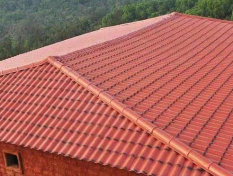 简述合成树脂瓦的安装工具和屋面要求是什么?