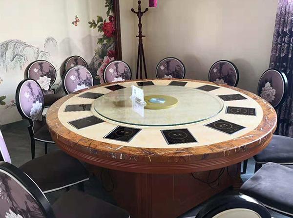 火锅店餐桌和餐椅是火锅店的主角