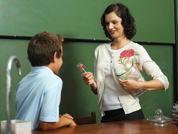 兰州九品轩家具告诉您为什么任正非说只有教师的待遇得到提升教育才可以得到较大的发展