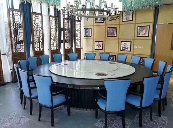 钢木餐桌椅