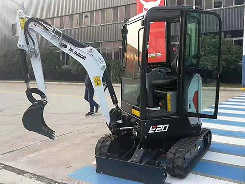 山猫挖掘机E20