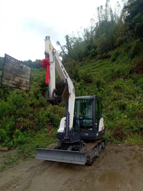 山貓挖掘機E35