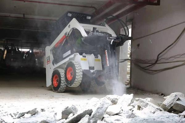 挖掘机发动机冒黑烟是什么原因造成的?