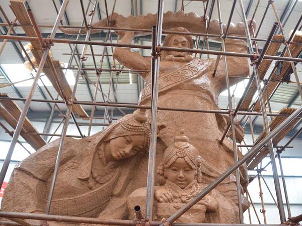 2013年青海杂多县《冬虫夏草》雕塑