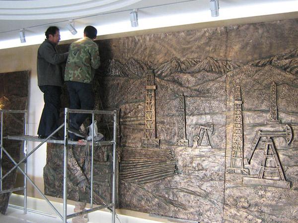 2008年玉门油田王进喜纪念馆创作性《石油工人》浮雕
