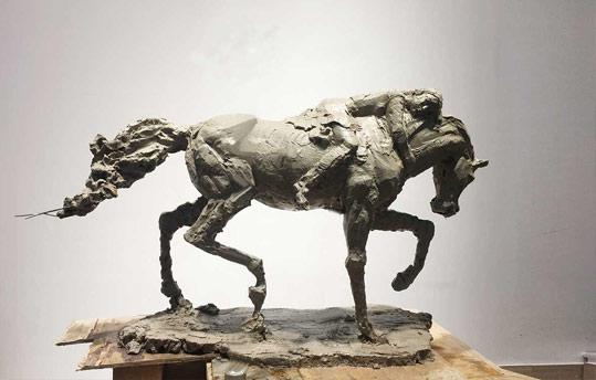 """我省青年雕塑家刘文凯做容""""金城文化沙龙"""