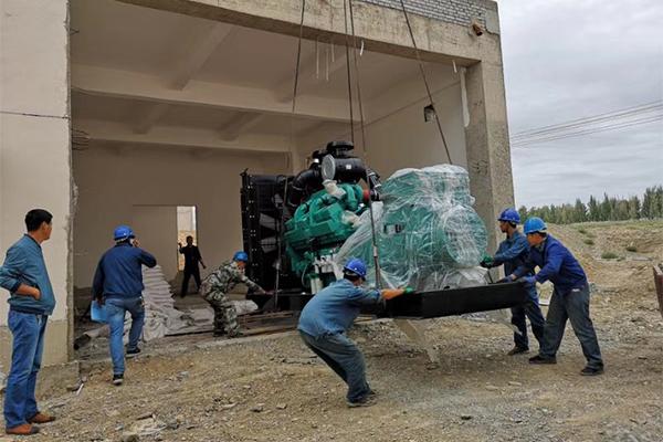 环保公司800kw康明斯系列发电机组安装现场
