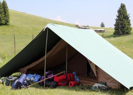 帳篷廠家為您分享人字頂大帳篷的結構特點