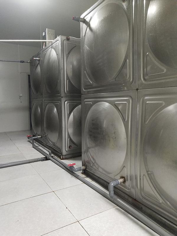 兰州Agingames与靖远祁云山泉净水有限公司合作提供拔盖机、套袋机等桶装水设备